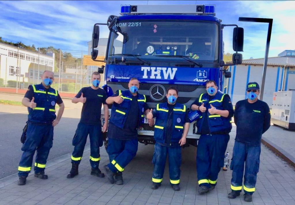 Mannschaft Einrichtung Notfallzentrum vor GKW